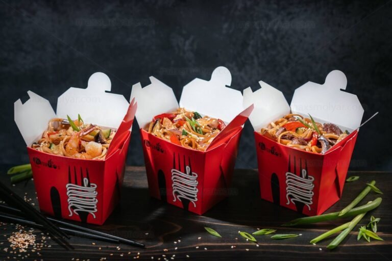 Why All Restaurants Give Takeaways In Chinese Takeout Boxes
